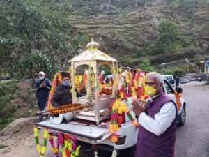 केदारनाथ भगवान की पंचमुखी डोली श्री ओंकारेश्वर मंदिर उखीमठ से सादगीपूर्वक रवाना