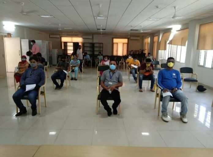 सूचना निदेशालय में पत्रकारों को लगा टीका महानिदेशक सूचना रणबीर सिंह चौहान को पत्रकारों ने कहा धन्यवाद