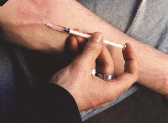 नशे के 299 इंजेक्शन बरामद, युवक गिरफ्तार